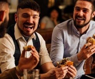 Burger, diversão e cultura: como a Smoked Burger's mistura gastronomia e lazer